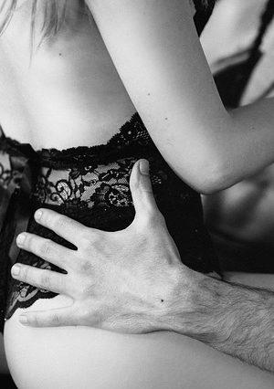 זוג עושה סקס